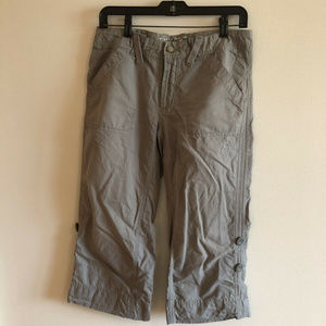 Mountain Hardwear light green capris - womens 6